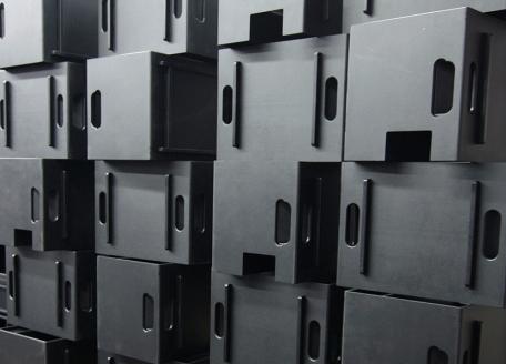 Sie sehen ein Bild von Gehäusen aus der eigenen Gehäusefertigung von INDU-ELECTRIC.