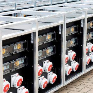 Sie sehen ein Bild von Stromverteilern im Alurahmen von der Firma INDU-ELECTRIC.